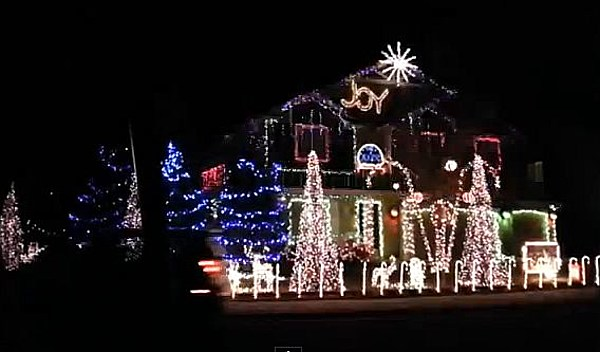 This House Has Dubstep Christmas Lights [Video]